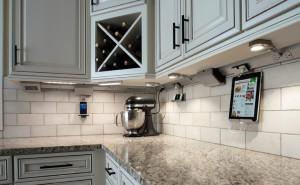 traditional_kitchen_undercabinet_776