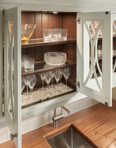 Embassy Row Traditional Wet Bar from Wood-Mode